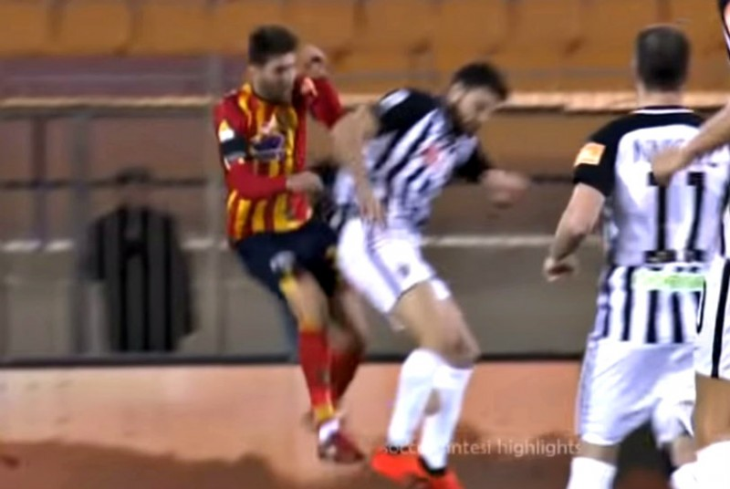 Lecce-Ascoli: sospesa dopo 5 secondi per drammatico incidente (VIDEO)