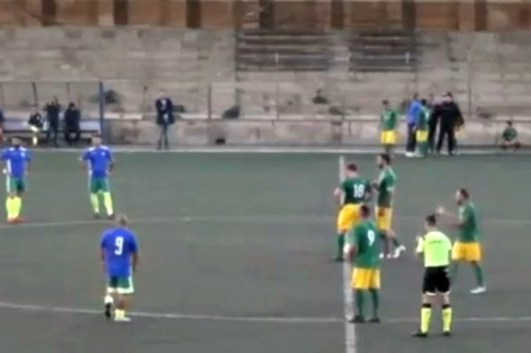 Curiosità, calcio siciliano: splendida pagina di fair play tra Aspra e Giuliana (VIDEO)